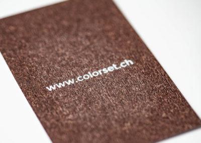 Frappe à chaud www.colorset.ch sur papier texturé effet bois