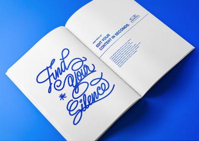 Un livre design bleu et blanc sur fond bleu